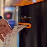 Novellákat lök ki magából egy automata a londoni metrón