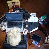 Így néz ki Karafiáth Orsolya dolgozóasztala