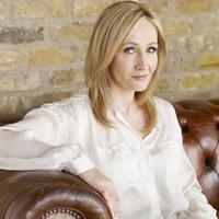 Harry Potter varázsvilágában játszódó filmek forgatókönyvén dolgozik J. K. Rowling