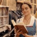 Emma Watson továbbra is falja a könyveket