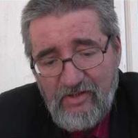 Egy csőhöz bilincselve ébredt a sértődött, besúgó író