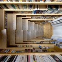 Könyvespolctól elélvezni