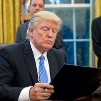 Donald Trump könyveket ajánl a Twitteren