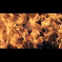 Könyvégetéssel kampányol az olvasásért James Patterson