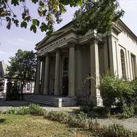 Zsinagógába rejtett könyvtár Baján