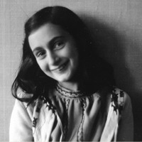 Az olvasást és az írást népszerűsíti Anne Frank