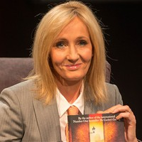 Cormoran Strike lenyomja Harry Pottert