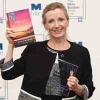 Kapkodják a boltokban a szexuális zaklatásról szóló Man Booker-díjas regényt