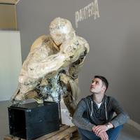 Egy kiállítás képei - Babiczky Tibor: Összetört kagylók