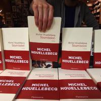 Felfüggeszti új könyve reklámkampányát Houellebecq