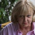 Péterfy-Novák Éva dedikált könyvet küld az őt feljelentéssel fenyegető nőgyógyásznak