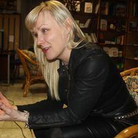 """Kati Hiekkapelto: """"Néha olyan jó a sok szart kikiabálni magamból"""""""