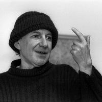 """Tandoriról írták - """"Végzettsége: tanár, kenyérkereső foglalkozása: fordító, sorsa: költő"""""""