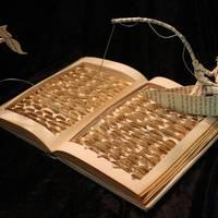 Szobrokként születnek újjá a régi könyvek