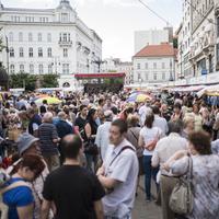 A Könyvhét hivatalosan is a Vörösmarty téren marad