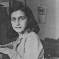 90 éves lenne Anne Frank, akinek naplója nemcsak kordokumentum, de igazi jelkép is lett