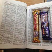 Csokival jutalmazza a cambridge-i diákokat egy titokzatos jótevő