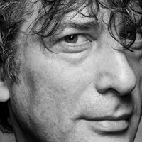 Neil Gaiman kezdő íróknak osztogatott tanácsokat