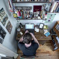 Így néz ki Simon Márton dolgozószobája