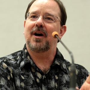 Scalzi pénzfeldobással döntött a sci-fi mellett, világsztár lett