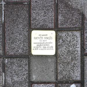 Botlatókő készült Radnóti Miklós emlékére
