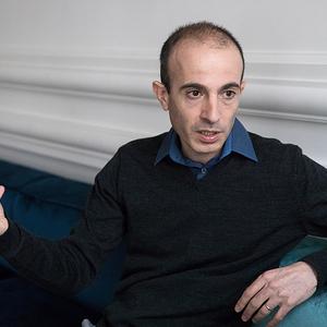 Harari: Az emberek nem mindig a legigazabb sztoriban hisznek