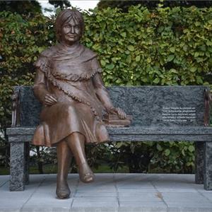Te melyik női írónak állítanál szobrot?