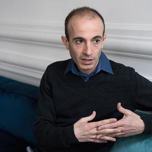 Harari maga engedélyezte, hogy kihagyjanak részeket könyvének orosz kiadásából