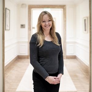 Cara Hunter: Nem azért írok gyermekáldozatokról, hogy sokkoljam az olvasót