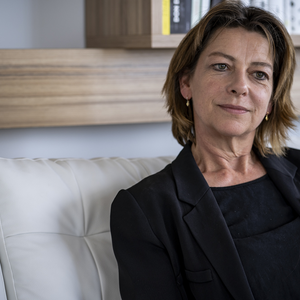 Catherine Eccles: Magyarország a méretéhez képest nagyobb súllyal esik latba az irodalomban