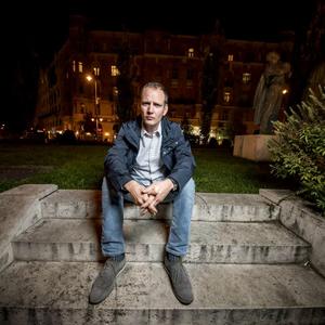 """""""A kurvák maradtak, ahogy a közéletben is"""" – Olvass bele Bödőcs Tibor első regényébe!"""