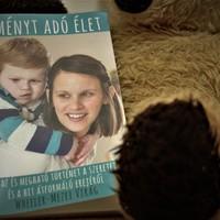Történet a kisfiúról, aki megvívta és az anyukájáról, aki leírta