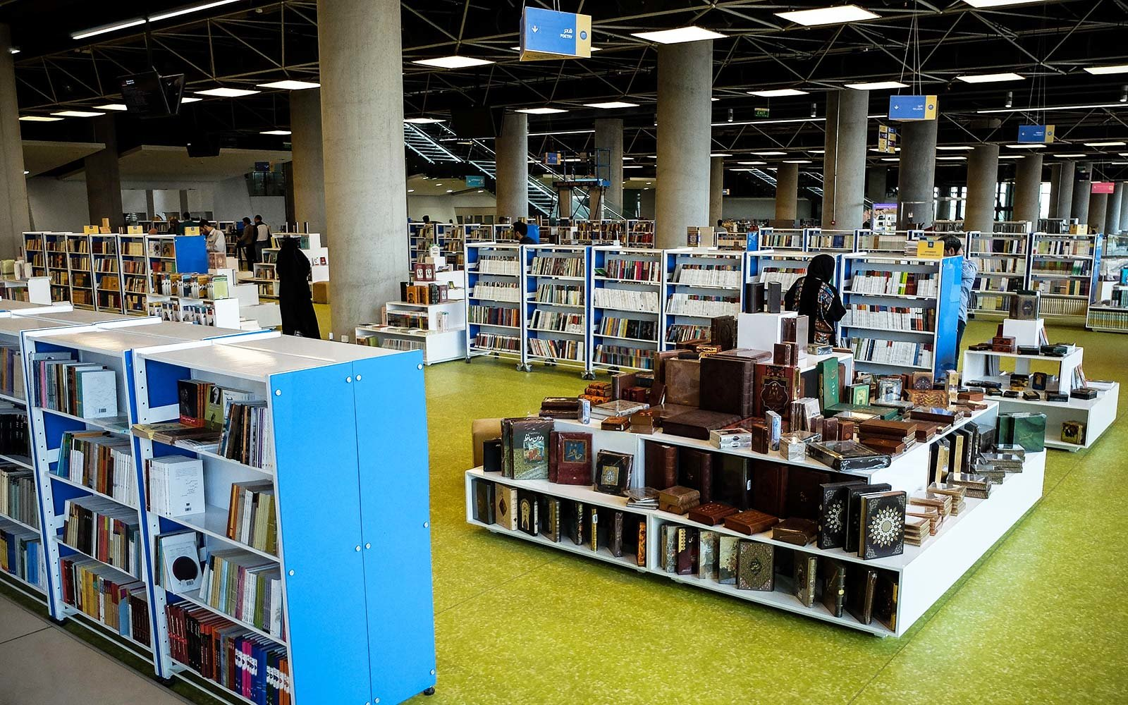 interior-tehran-book-garden-largest-bookstore-iran-iranbooks0817.jpg