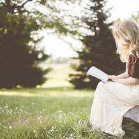 Mondd el Könyvvel! Avagy: A virág és a csoki mellé válassz egy könyvet is!