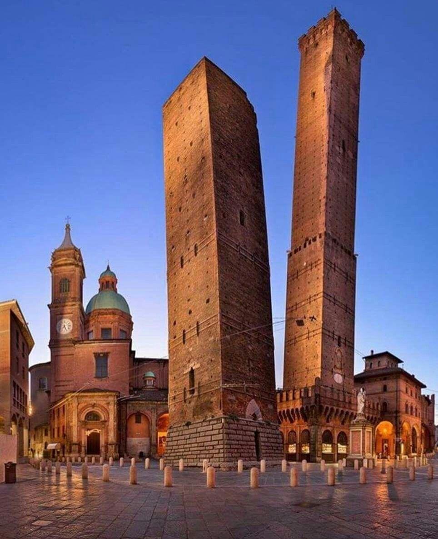 torre_degli_assinelli.jpg