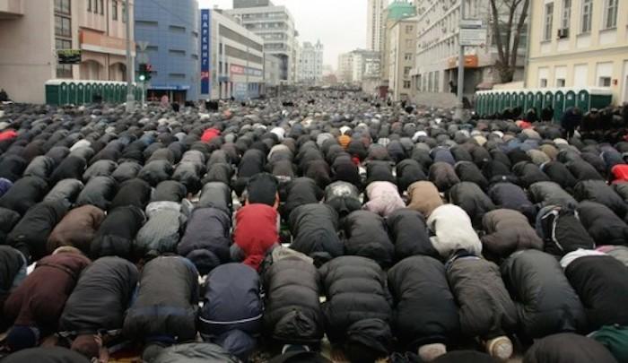 muslims-prayers-france.jpg