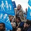 A melegházasság és -örökbefogadási jog ellen