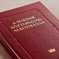 Jót tenne egy új alkotmány, de nem most