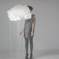 a lányt eltakarja a felhő