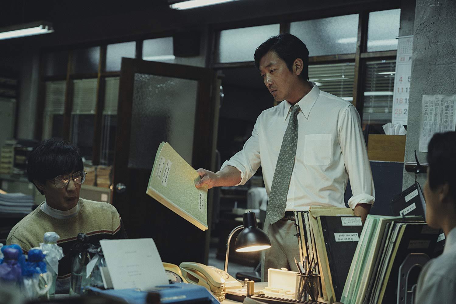 Az eltökélt ügyész (Ha Jung-woo) nem hagyja szőnyeg alá söpörni az ügyet