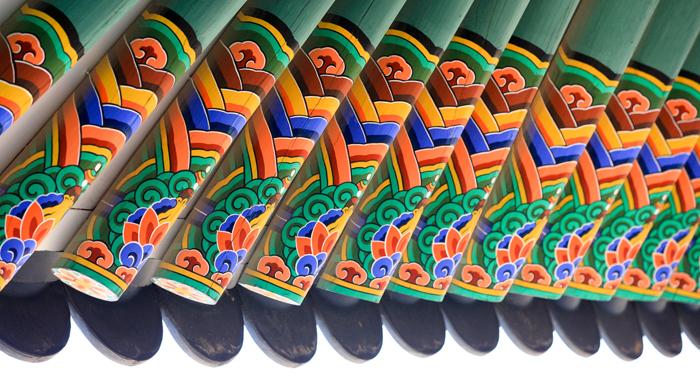 1_korean-royal-palace-eaves-decorated-dancheong.jpg