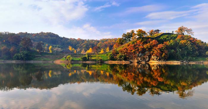 3_gongju-mountain-fortress-reflected-river.jpg