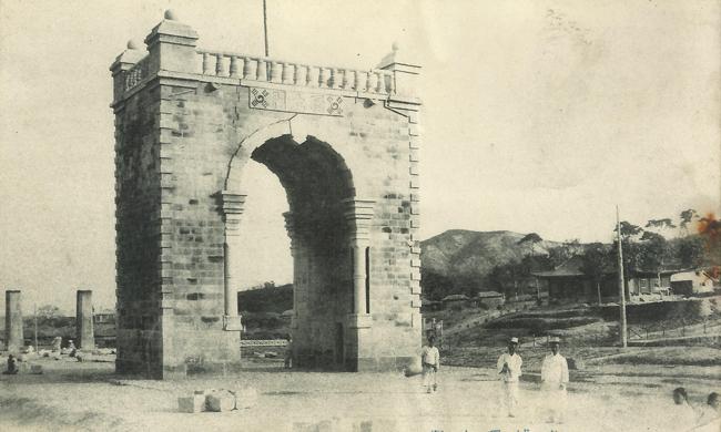 3_independence_gate_1910.jpg