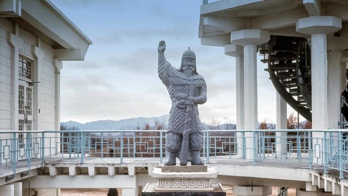 6_ulchi_mundok_statue-panmunjom_700x394.jpg