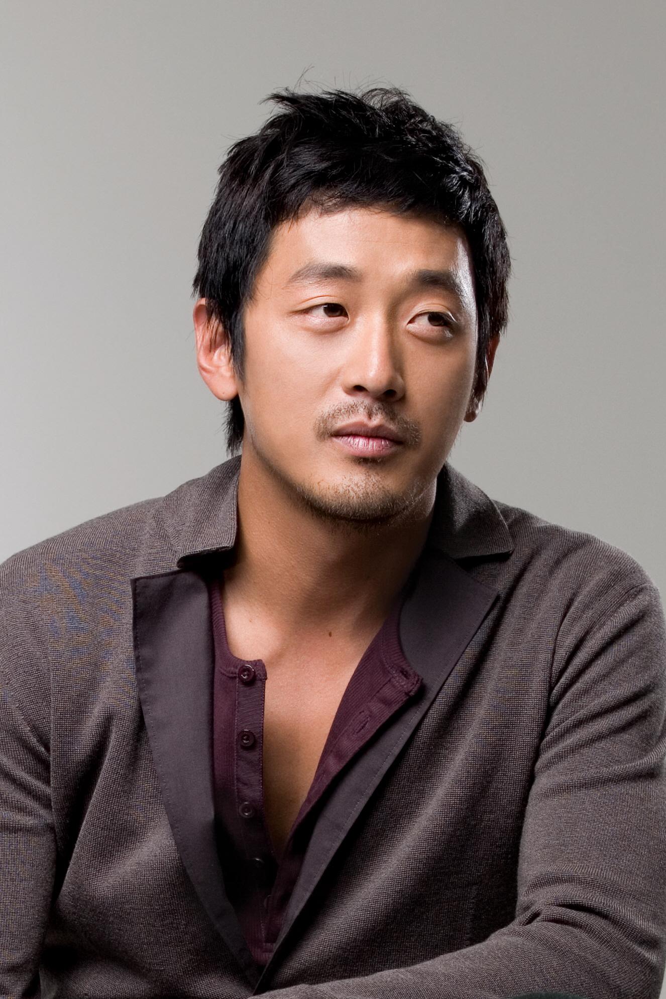 chronicle_of_a_blood_merchant_ha_jung-woo_www_innonews_kr.jpg