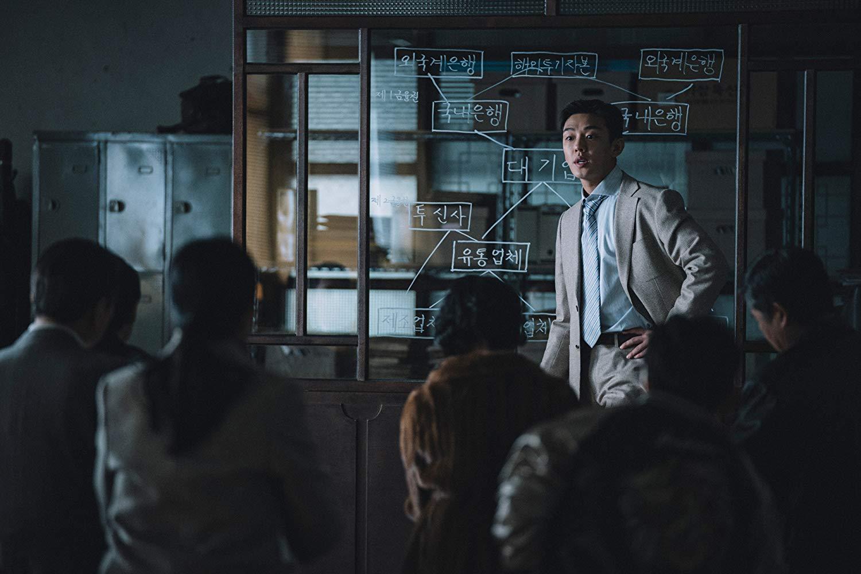Az ifjú bankár, Jun Csonghak (Yoo Ah-In) sokkal aljasabb, mint amilyennek látszik