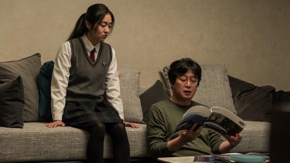Csuri (Kim Hye-jun) és felelőtlen apja (Kim Yoon-seok)