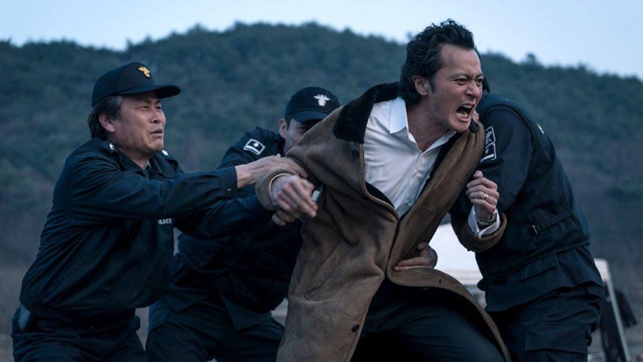 A szadista Young-je (Jang Song-gun) a saját kezébe veszi az igazságszolgáltatást