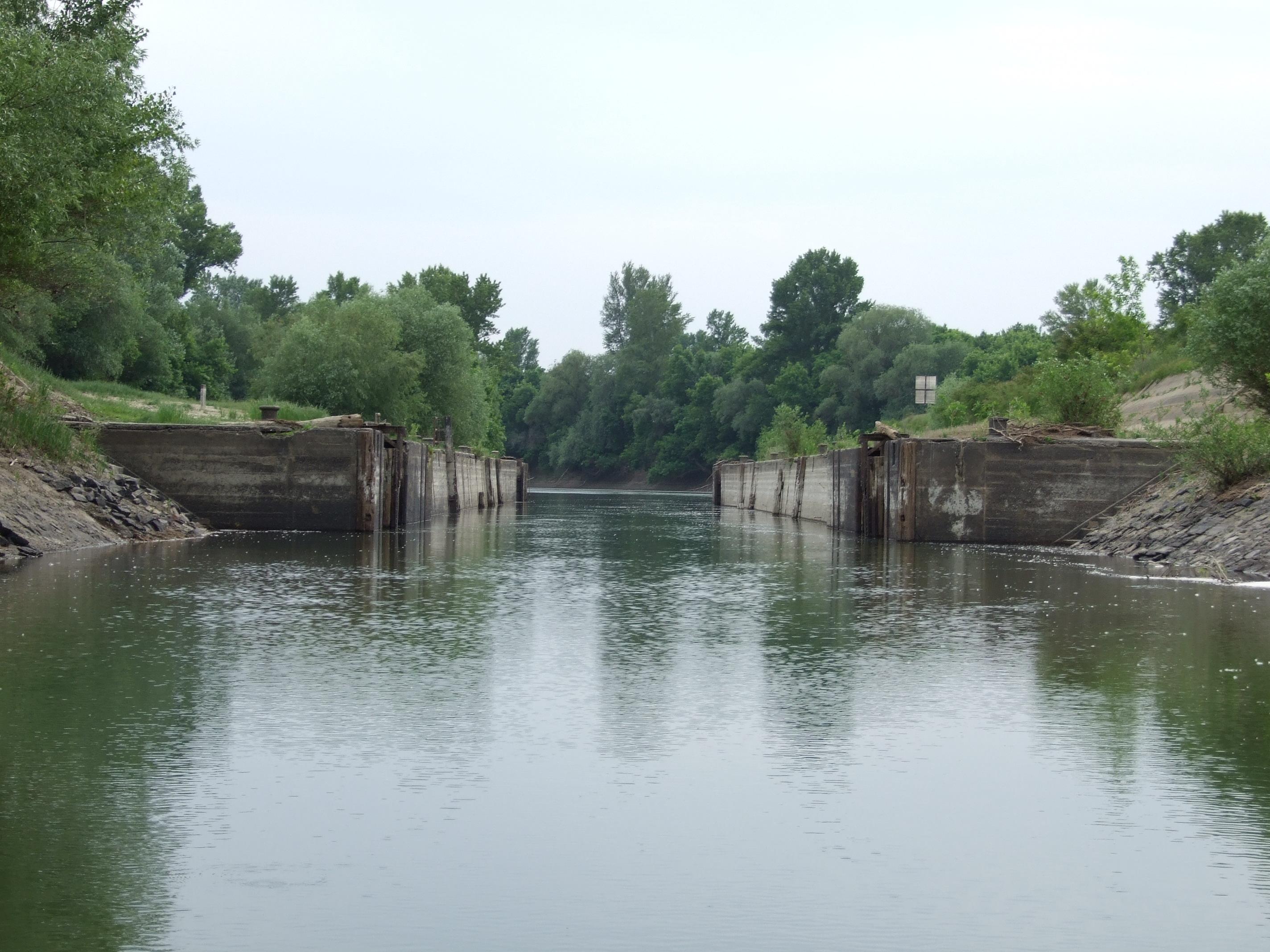 A bökényi duzzasztó megmaradt hajózóága.