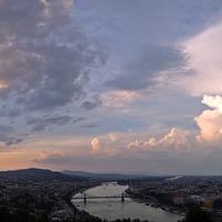 Dunapest - Egy buli, amit a folyó szel ketté